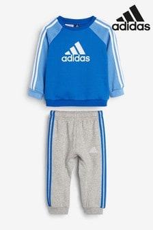 طقم سترة بحافة رقبة مستديرة وبنطلون رياضي أزرق للرضع من adidas