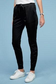 Джинсы в стиле спортивных брюк
