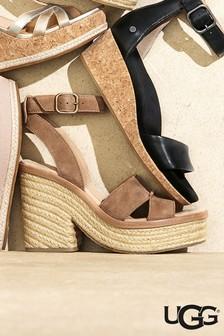 Gaštanové sandále na širokom podpätku UGG® Carine