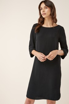 שמלה עם שרוולים ארוכים