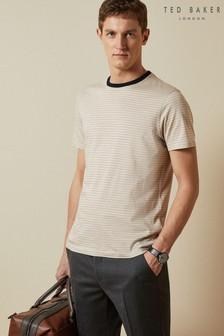 חולצת טי עם פסים ושרוול קצר של Ted Baker דגם Dayout בבז'