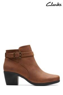 Clarks Tan Un Lindel Lo Boots
