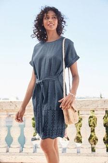 Denimové šaty s výšivkou