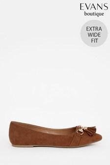 נעלי בובה בלט עם גדיליםבצבעחוםבמידה רחבה של Evans