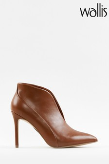 Wallis Patch Tan V Throat Pointed Boots