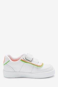 Schuhe mit zwei Klettverschlussriemen (Jünger)