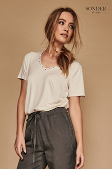 Sonder Studio Stud Neck Detail T-Shirt