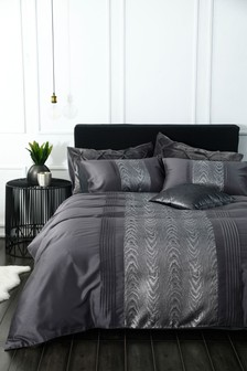 Jacquard Animal Duvet Cover and Pillowcase Set