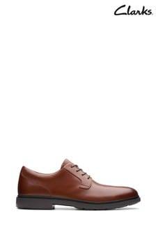 Jasnobrązowe sznurowane buty Clarks Un Tailor Tie