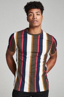 T-Shirt in regulärer Passform mit vertikalen Streifen