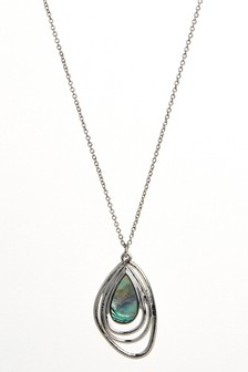 Shell Detail Pendant Necklace