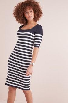 שמלה עם מחשוף מרובע