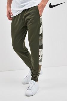 Kaki spodaj zožane hlače za prosti s kamuflažnim vzorcem Nike