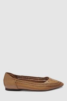 Дизайнерские туфли из кожи и текстиля с заостренным носом