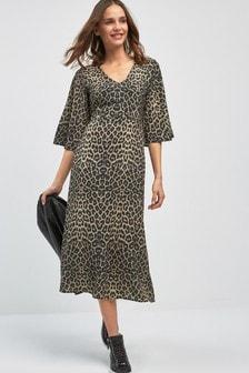 Średniej długości sukienka z nadrukiem