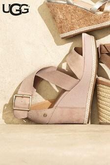 Różowe buty na koturnie z szerokim paskiem UGG® Calla