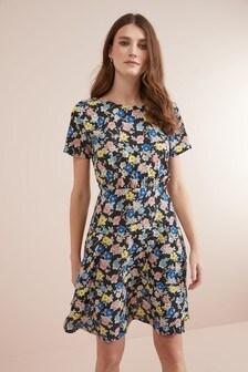 Чайное платье с цветочным узором
