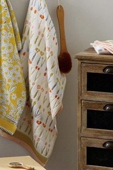 Жаккардовое полотенце в цветочек