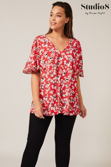 Studio 8 Red Meadow Floral Top