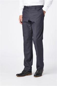 Костюм зауженного кроя из фактурной ткани: брюки
