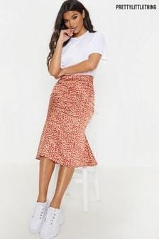 Атласная приталенная расклешенная юбка с леопардовым принтом PrettyLittleThing