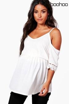 Boohoo Maternity Top mit Spitzebesatz an den Äärmeln und Schulterausschnitten