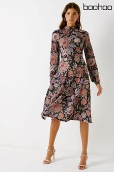 فستان متوسط الطول طباعة مزركشة بيزلي من Boohoo