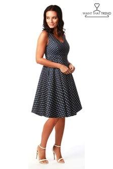 שמלת סקייטר מנוקדת עם מחשוף לב של Want That Trend