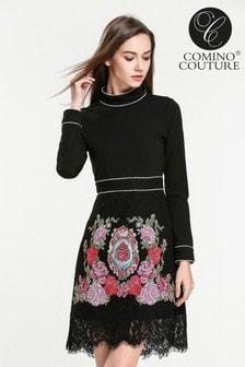 Vestido con cuello subido y bordados de Comino Couture