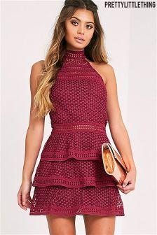 Ярусное платье с кружевными вставками PrettyLittleThing