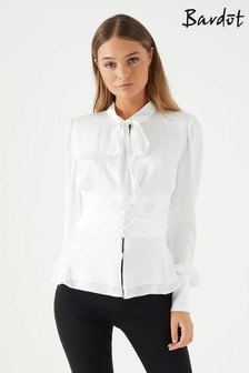 חולצה עם מחשוף כתפיים וקשירה קדמית