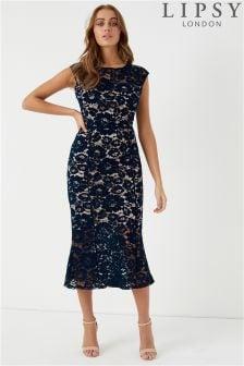 فستان متوسط الطول دانتيل بالكامل بحاشية مخددة من Lipsy