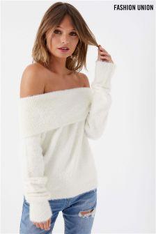 סוודר פרוותי עם כתפיים חשופות של Fashion Union
