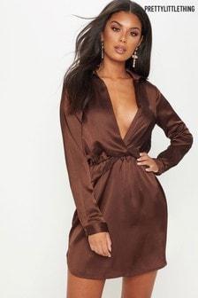 Атласное платье с декоративным узлом спереди PrettyLittleThing