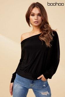 חולצה עם שרוולים ארוכים עם כתף נשמטת של Boohoo