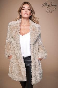 Texturovaný kabát Abbey Clancy x Lipsy z umělé kožešiny