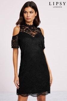 Koronkowa sukienka z odsłoniętymi ramionami Lipsy