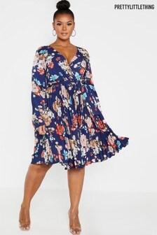 Plisowana sukienka w motywy kwiatowe PrettyLittleThing Curve