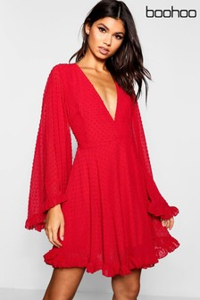 שמלת סקייטר שלBoohoo עם שרוולים רחבים מבד שיפון