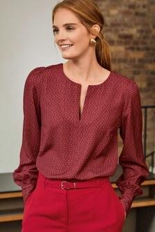 Блузка с длинными рукавами и вырезом капелькой