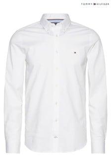 חולצת פופלין לבנה צמודה נמתחת דגם Core של Tommy Hilfiger