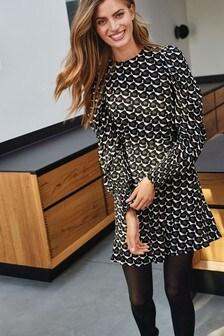 Свободное платье с рукавами-буфами
