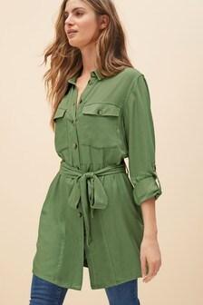 Практичное платье-рубашка мини