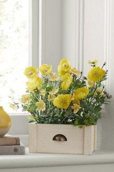 Искусственные цветы в приоконном ящике