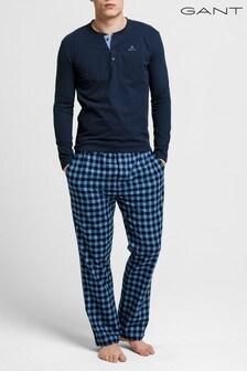 Pijamade franela azul con camiseta con cuello henley y pantalones deGANT