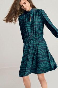 Трикотажное платье с закрытой горловиной
