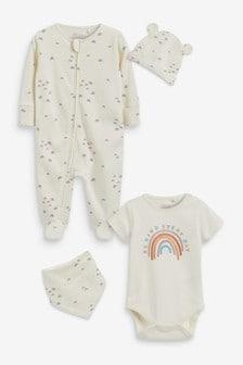 4-delige set van babypyjama, rompertje, mutsje en slabbetje (0-9maanden.)