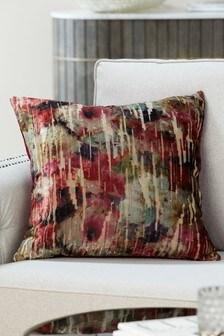 Бархатная подушка с цветочным узором