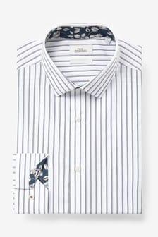 Hemd mit Zierdetail
