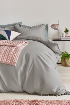 Poszewki na kołdrę i poduszki w zestawie z pomponami